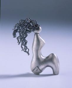 Komelia Okim brooch